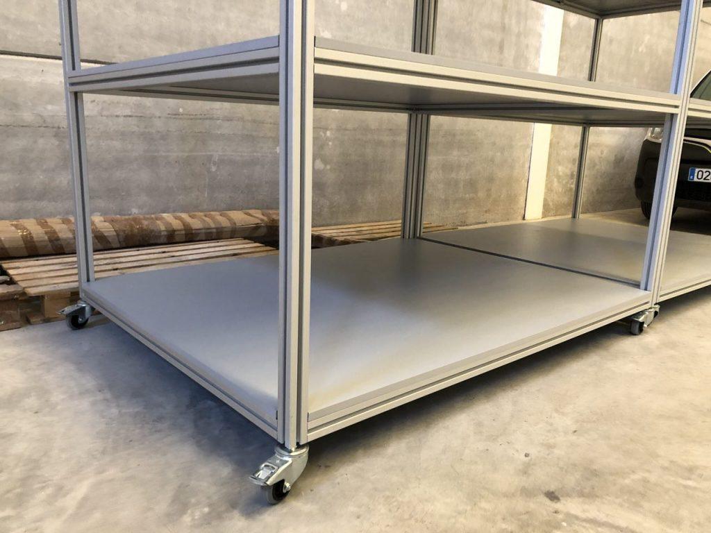 Detalle de estantería fabricada con perfilería estructural en Valencia