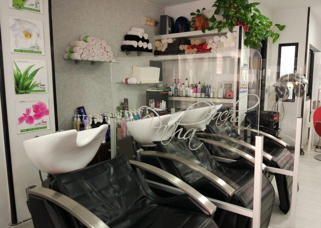 mamparas-instaladas-en-peluquería-Pacha-en-Cáceres-1-scaled