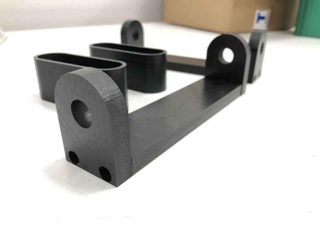 Bisagra y portaimanes mecanizados en CNC