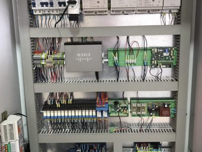 Vista frontal cuadro eléctrico para automatismos en Valencia